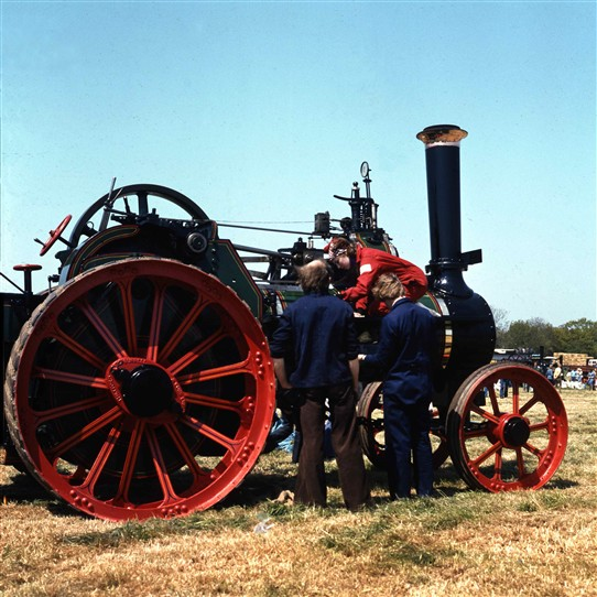 Photo:Steam Traction Engine and enthusiasts